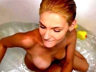 любительское, малышка, в ванной комнате, блондинки, минет, Cowgirl, глотает сперму, член, грязное, фельчинг,