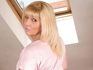 Blonde, Housewife, Solo,