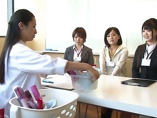 Japonki, W Biurze, Wibrator,